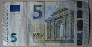 FÜNF EURO täglich
